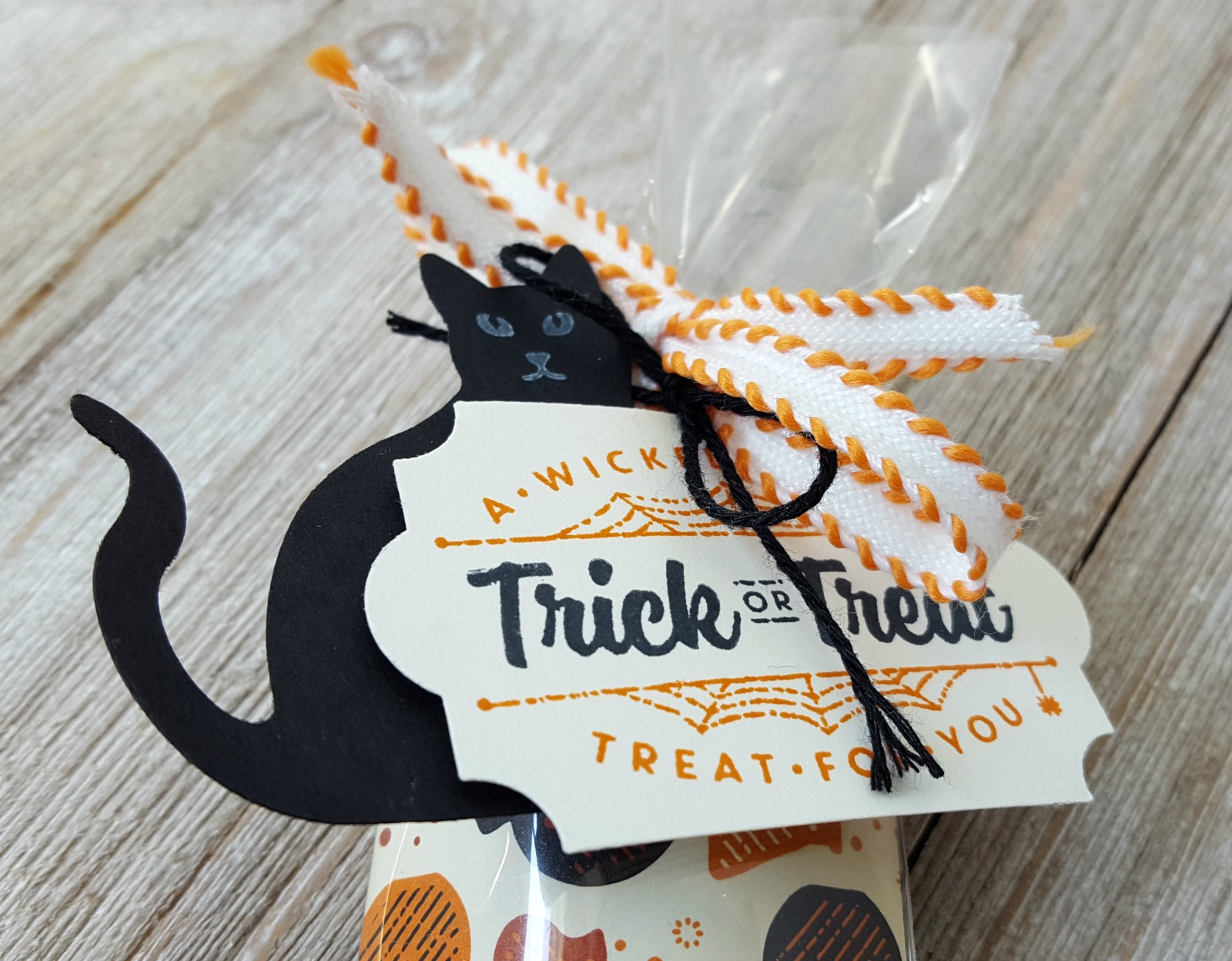 Stampin' Up! Spooky Cat treat bag candy bag - Halloween teachers gifts Halloween treat packaging - Everyday Label Punch - Sarah Fleming - Prepare to Dye Papercrafts